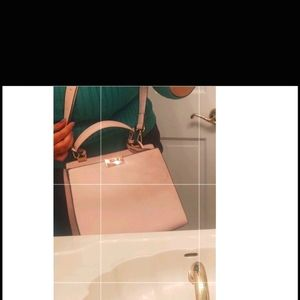 Light pink purse with handle and crsbdy